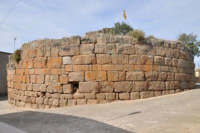 Castellnou d'Ossó Torre romana.jpg